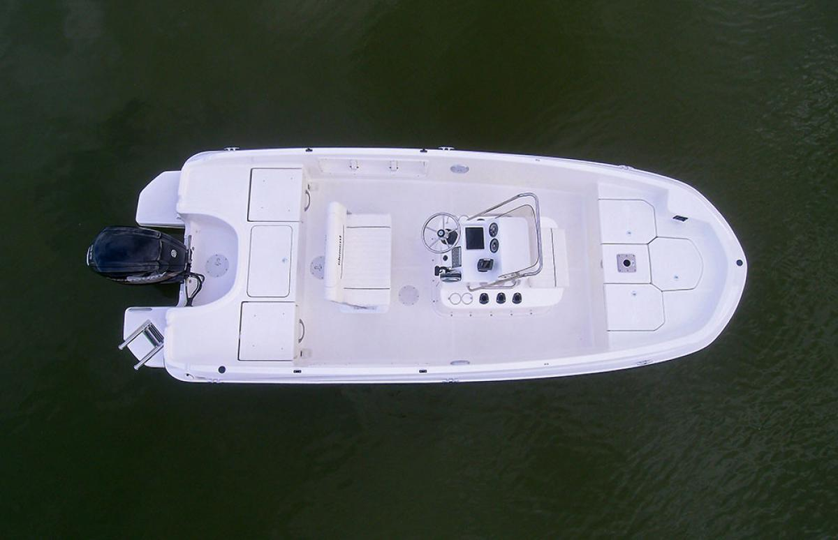 Image 0011: Bayliner F18 comes with standard non-skid casting platforms, center livewell, and 6 rod holders