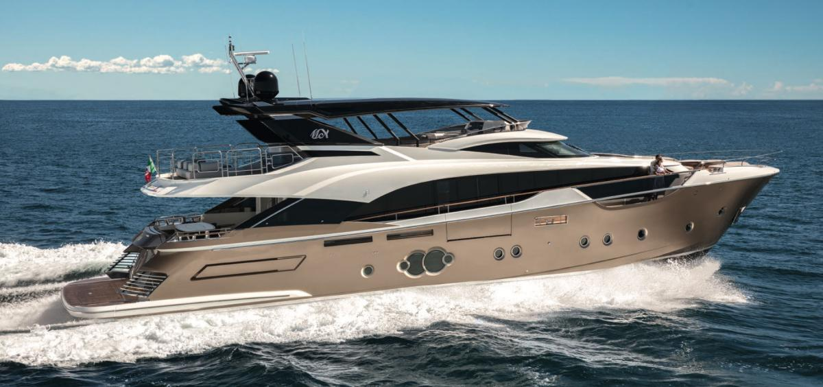 Monte Carlo Yachts MCY 96 wins Best Flybridge Yacht Award